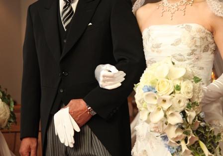 必ず手元には白い手袋を持っていますよね*